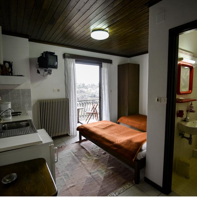 /rooms/right-corner-room.html
